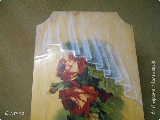 Вешалка для полотеничка  сделана уже давно, но никак не хотела фотографироваться)) Не получалось у меня передать на фото матовость роз на стене и блеск, а так же объём воздушной органзы. Вот вчера вроде срослось))) фото 1