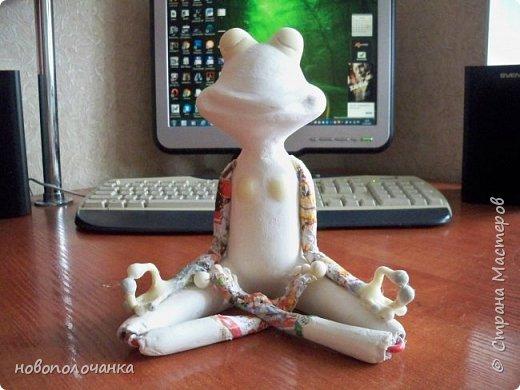 """Здравствуйте.     Дочь в интернете увидела    медитирующую лягушку. Картинка с лягушкой ей очень понравилась. Позвонила мне: """" Мама я хочу такую же лягушку"""" А мама для своих деток – волшебница, которая сделает всё.   фото 34"""