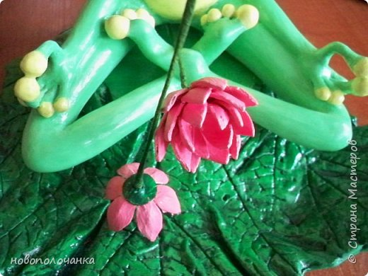 """Здравствуйте.     Дочь в интернете увидела    медитирующую лягушку. Картинка с лягушкой ей очень понравилась. Позвонила мне: """" Мама я хочу такую же лягушку"""" А мама для своих деток – волшебница, которая сделает всё.   фото 52"""
