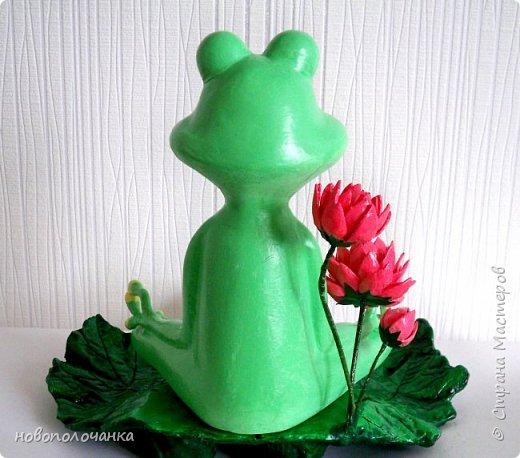 """Здравствуйте.     Дочь в интернете увидела    медитирующую лягушку. Картинка с лягушкой ей очень понравилась. Позвонила мне: """" Мама я хочу такую же лягушку"""" А мама для своих деток – волшебница, которая сделает всё.   фото 2"""