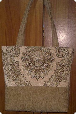 Я по порядку: как шила, так и показываю. Вот очередная сумка, сшила из обрезков мебельной ткани: верх и низ из разных кусочков, но по-моему они дружат. фото 1