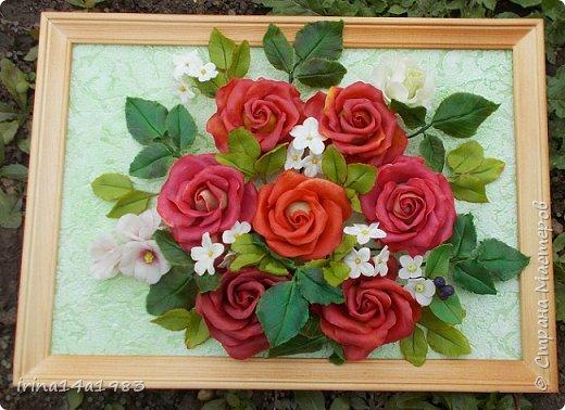 Всем добрый день!!!! И снова у меня розы(набиваю руку). Все розы двуцветные, кроме самой темной. Спасибо Наталье Бурцевой, впервые увидела у нее. Но раскатываю лепестки по своему.  фото 1