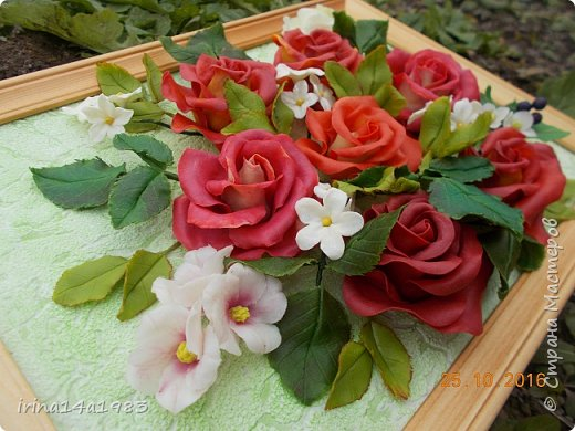 Всем добрый день!!!! И снова у меня розы(набиваю руку). Все розы двуцветные, кроме самой темной. Спасибо Наталье Бурцевой, впервые увидела у нее. Но раскатываю лепестки по своему.  фото 12