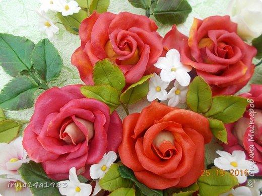 Всем добрый день!!!! И снова у меня розы(набиваю руку). Все розы двуцветные, кроме самой темной. Спасибо Наталье Бурцевой, впервые увидела у нее. Но раскатываю лепестки по своему.  фото 8