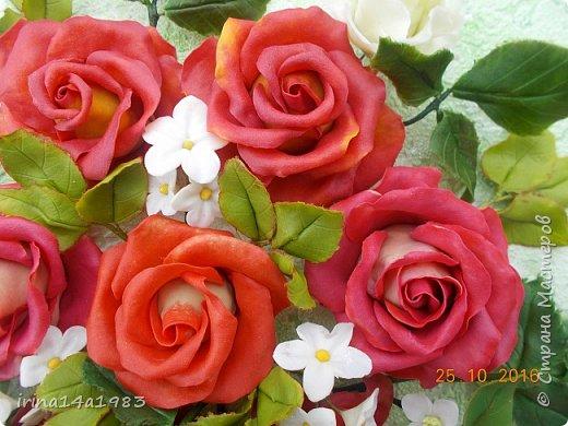 Всем добрый день!!!! И снова у меня розы(набиваю руку). Все розы двуцветные, кроме самой темной. Спасибо Наталье Бурцевой, впервые увидела у нее. Но раскатываю лепестки по своему.  фото 9