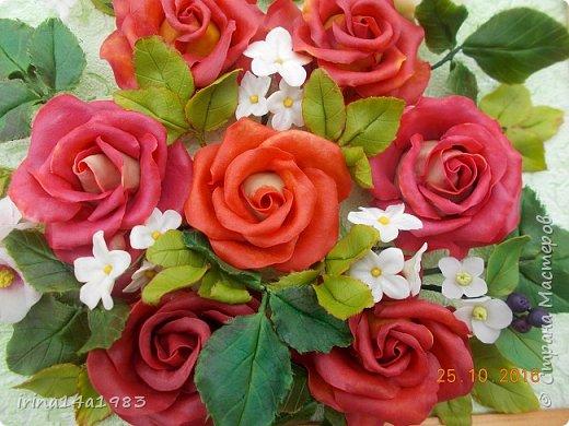 Всем добрый день!!!! И снова у меня розы(набиваю руку). Все розы двуцветные, кроме самой темной. Спасибо Наталье Бурцевой, впервые увидела у нее. Но раскатываю лепестки по своему.  фото 19