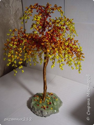 Осеннее деревце из бисера, подставочка из гипса. фото 1