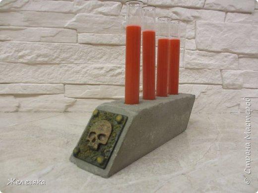 """Все привет! Скоро Хеллоуин решила сделать подставку для напитков в стиле""""вамп"""" из бетона.  Конечно получилось не так как хотелось, но как говорится методом проб и ошибок думаю приду к нужному результату.  фото 5"""