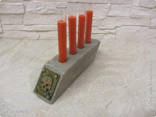 """Все привет! Скоро Хеллоуин решила сделать подставку для напитков в стиле""""вамп"""" из бетона.  Конечно получилось не так как хотелось, но как говорится методом проб и ошибок думаю приду к нужному результату.  фото 8"""