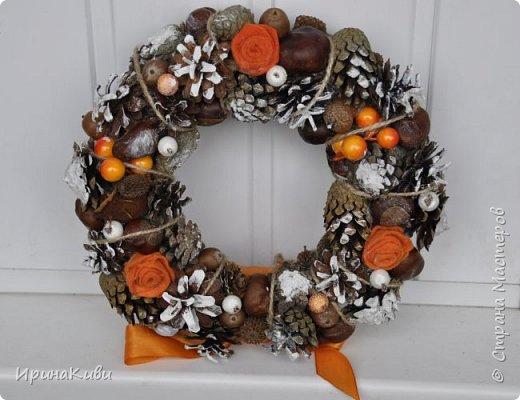 Сезон подготовки к Новогодним праздник мной официально открыт!   Первый веночек в натурально-оранжево-снежной гамме из природных материалов. фото 1
