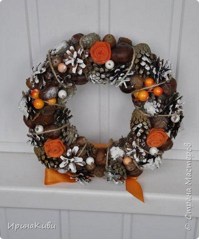 Сезон подготовки к Новогодним праздник мной официально открыт!   Первый веночек в натурально-оранжево-снежной гамме из природных материалов. фото 4