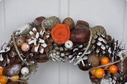 Сезон подготовки к Новогодним праздник мной официально открыт!   Первый веночек в натурально-оранжево-снежной гамме из природных материалов. фото 2