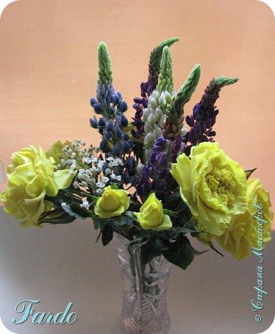 Староанглийские розы и люпин фото 2
