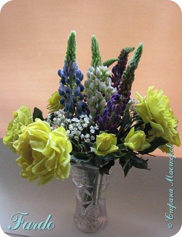 Староанглийские розы и люпин фото 1