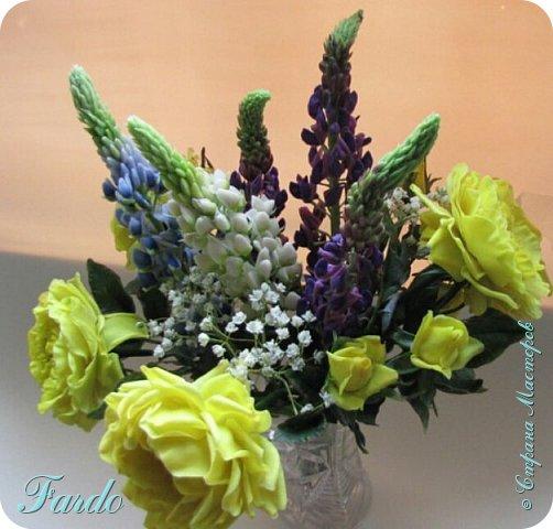 Староанглийские розы и люпин фото 3