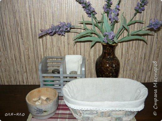 здравствуйте. сто лет ничего не выставляла.  исправляюсь.  сотворилась на кухню ещё парочка предметов.вот такая маленькая  деревянная плошечка, в ней лежит чеснок на столе. фото 5