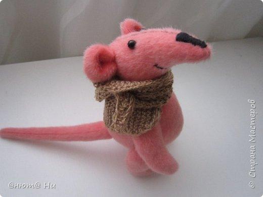 Давно хотела сшить мышку или крыску. И вот родилась Крысинда, позитивная такая тётенька, добрая и хозяйственная. фото 2