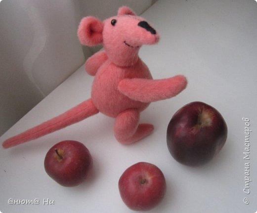 Давно хотела сшить мышку или крыску. И вот родилась Крысинда, позитивная такая тётенька, добрая и хозяйственная. фото 7