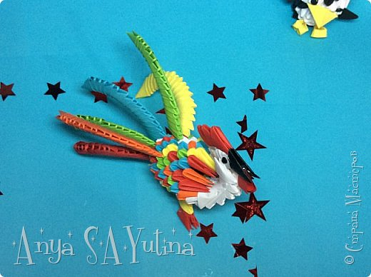 Привет) Скоро новый год. И, думаю, каждый хочет подарить своим близким что-то уникальное и красивое.Петух-символ наступающего 2017 года и почему не сделать его?:) В этом видеоуроке я расскажу и покажу вам, как сделать этого петуха техникой модульное оригами. Чтобы посмотреть урок, спуститесь чуть ниже по странице:) фото 2