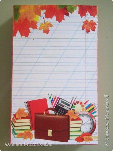 Приближается любимый нами праздник - День Учителя и я, как обычно, стала шерстить интернет в поисках новенькой идеи. Шоколадницы были в прошлом году, но как же оставить педагога без сладкого? В результате нашла, как можно преподнести в подарок конфетки, оформленные в коробочку или в открытку. И вот что у меня получилось. Само оформление я полностью слифтила, только сама в программе всё составляла. фото 8