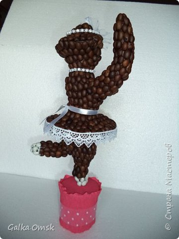 Эту скульптуру я создала для больших любителей кофе . На каркасе из проволоки  слепила фигуру балерины фото 4