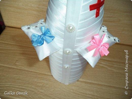 Одёжка на бутылку в подарок акушерке фото 2