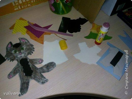 Здравствуйте, хочу показать очень простую и интересную для малышей игрушку, которую я зделала сама из всяких красивых обрезков бумаги и ненужных магнитов. фото 3