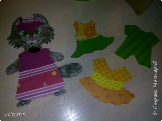Здравствуйте, хочу показать очень простую и интересную для малышей игрушку, которую я зделала сама из всяких красивых обрезков бумаги и ненужных магнитов. фото 4