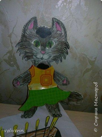 Здравствуйте, хочу показать очень простую и интересную для малышей игрушку, которую я зделала сама из всяких красивых обрезков бумаги и ненужных магнитов. фото 6