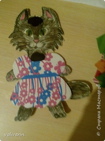 Здравствуйте, хочу показать очень простую и интересную для малышей игрушку, которую я зделала сама из всяких красивых обрезков бумаги и ненужных магнитов. фото 5
