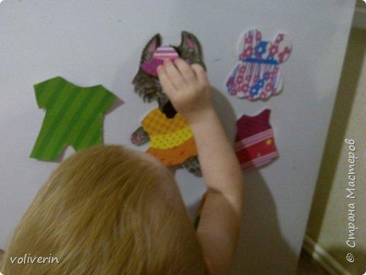 Здравствуйте, хочу показать очень простую и интересную для малышей игрушку, которую я зделала сама из всяких красивых обрезков бумаги и ненужных магнитов. фото 2
