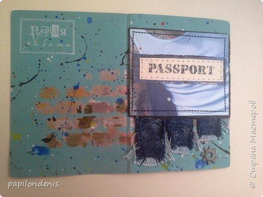 """Здравствуйте. Попросили меня родные сделать обложки для паспорта. Кому для себя, а кому подарить. Как всегда, мужские для меня труднее всего оказались. Условно обложки """"шли"""" попарно. И выкладывать тоже буду парами. Эти две тканевые, льняные на застёжке-резинке. В кадре рука главного испытателя на прочность. Испытания пройдены успешно :-) фото 14"""