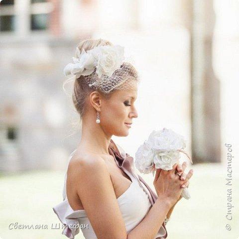 шляпка вуалетка для украшения прически невесты нежно персикового цвета фото 3