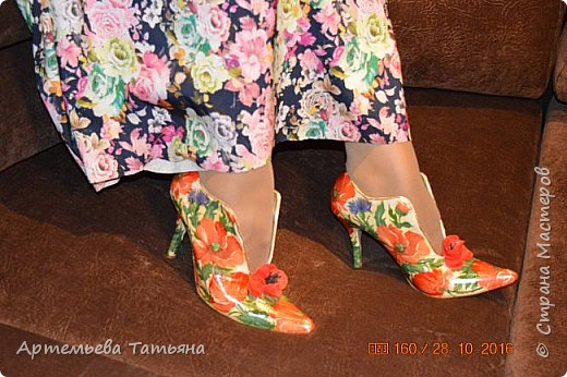 """Со старыми, но любимыми  туфлями жаль было расставаться. Решила дать им вторую жизнь. Это вторая моя работа с туфлями в  технике  """"Декупаж""""  Назвала я ее   - """"Маки"""" .   фото 2"""