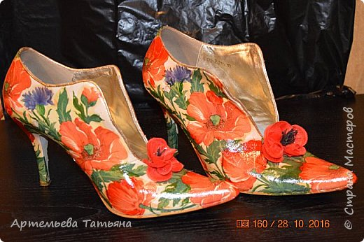 """Со старыми, но любимыми  туфлями жаль было расставаться. Решила дать им вторую жизнь. Это вторая моя работа с туфлями в  технике  """"Декупаж""""  Назвала я ее   - """"Маки"""" .   фото 1"""