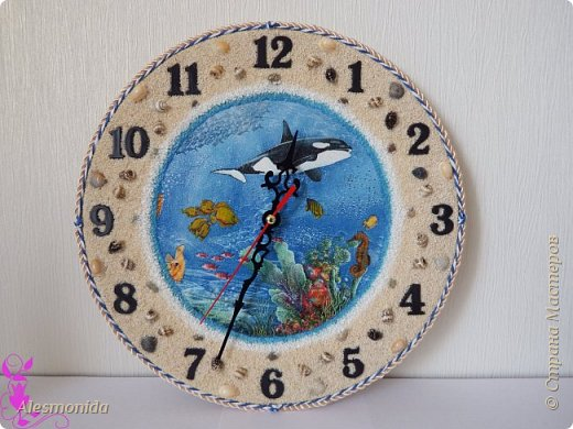 Всем жителям Страны, добрый вечер! Сотворились у меня такие вот часы морские, первые диаметром 25 см, вторые - 30 см. Делала на заказ, заказали морскую тему... ракушки, камушки, рыбки... Ну и вот придумалось такое: фото 2