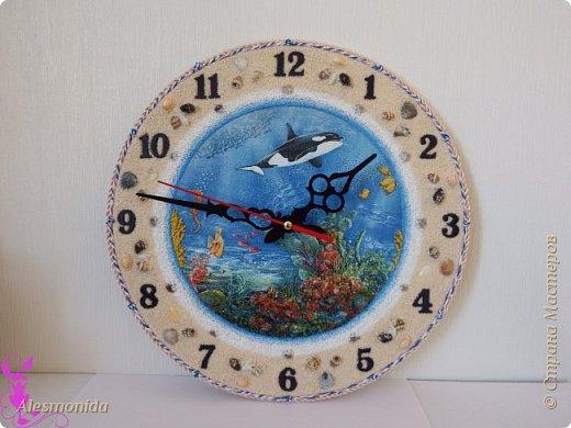 Всем жителям Страны, добрый вечер! Сотворились у меня такие вот часы морские, первые диаметром 25 см, вторые - 30 см. Делала на заказ, заказали морскую тему... ракушки, камушки, рыбки... Ну и вот придумалось такое: фото 5