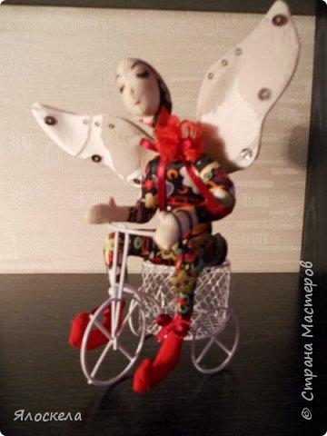 Добрый день! Сегодня у меня феечки, этакие девочки с крылышками, живущие на цветах.Сшиты по выкройкам из книги Текстильные куклы Терезы Като. Рост кукол около 20см, в сидячем положении примерно 15см. фото 3