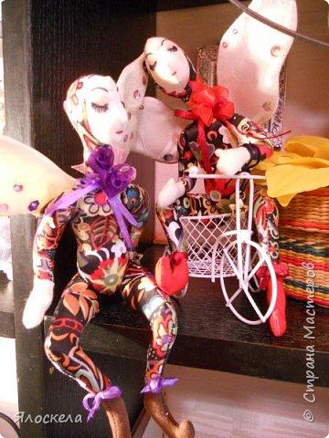 Добрый день! Сегодня у меня феечки, этакие девочки с крылышками, живущие на цветах.Сшиты по выкройкам из книги Текстильные куклы Терезы Като. Рост кукол около 20см, в сидячем положении примерно 15см. фото 4