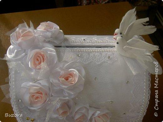 Моя подруга женит младшего сына.  У казахов есть свадебный обычай -Беташар. Это смотрины невесты. Знакомые, соседи, родственники жениха приходят посмотреть на невесту. Полагается принести подарок. Сейчас люди не заморачиваются - приносят конвертик с деньгами. Вот подруга и попросила сделать сундучок, как у русских на свадьбе. фото 1