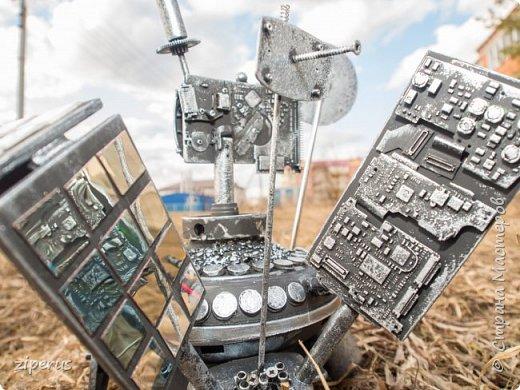 К Дню космонавтики в садик на конкурс делали всем семейством космолет. Из того, что было. фото 7
