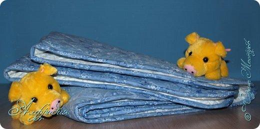 """Привет. Мастер-класс по шитью самого простого и быстрого стеганого одеяльца в моей рубрике """"Шитье на скорость"""":)  Необходимые материалы: - ножницы; - нитки; - швейная игла; - швейная машина; - ткань; - стежка; - синтепон 100; - утюг;  - гладильная доска; - портновская линейка; - портновский мел. фото 23"""