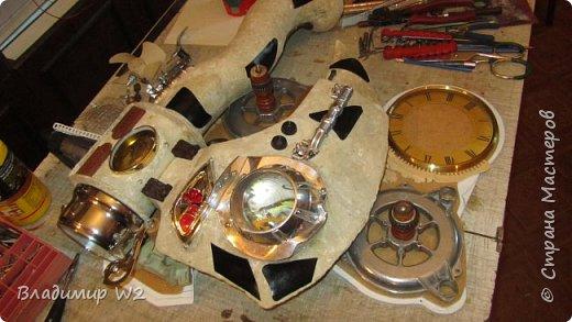 Материалы: Пластик, металл, папье-маше, лампы, краски, ПВА, винтики-болтики...  фото 16