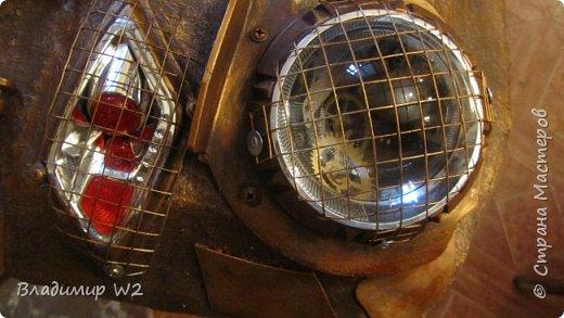 Материалы: Пластик, металл, папье-маше, лампы, краски, ПВА, винтики-болтики...  фото 21