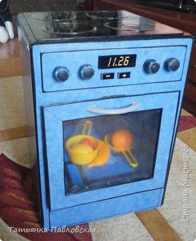 Такая вот плита - копия нашей взрослой - получилась из коробок для моей дочки.   фото 1