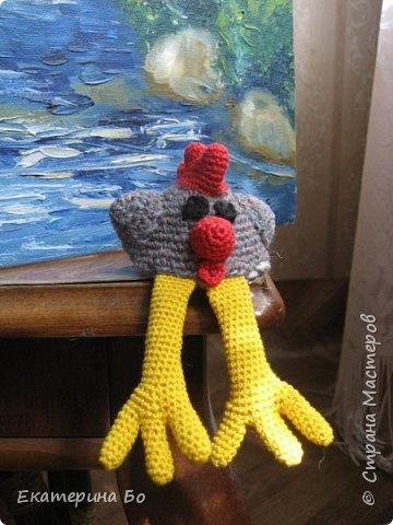 Доброго дня! Еще к Пасхе решила я навязать петушков. В интернете нашла понравившихся мне (признаюсь, из-за лапок) цыплят и вот... Теперь вот и к Новому году пригодятся) фото 3