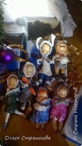 Здравствуй страна!  Хочу показать свои новогодние игрушечки  из ватного папье  маше на каркасе. Посвященные Новогодним утренникам. Пусть елочка радует глаз. У каждой игрушки своя душа и история. Каждую очень приятно держать в руках.  детки мои в восторге! фото 1