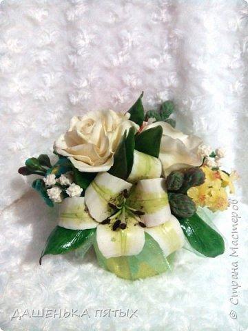 Здравствуйте дорогие мастера и мастерицы.выставляю на ваш суд мою новую работу:-) В этот букет решила включить розу,пион,лилию и белый мак.не все конечно получилось как хотелось,но я только учусь:-)цветы учусь лепить по мастер-классам бесподобной Инны Голубевой.вот уж где талантище:-) фото 4