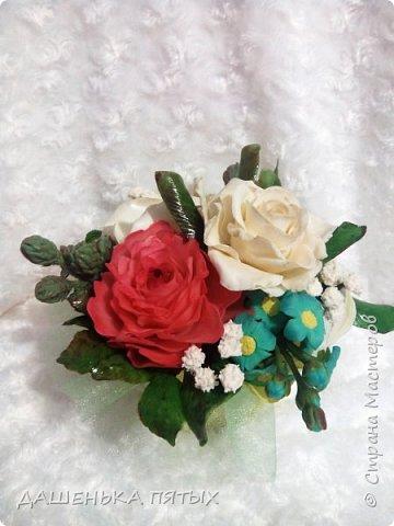 Здравствуйте дорогие мастера и мастерицы.выставляю на ваш суд мою новую работу:-) В этот букет решила включить розу,пион,лилию и белый мак.не все конечно получилось как хотелось,но я только учусь:-)цветы учусь лепить по мастер-классам бесподобной Инны Голубевой.вот уж где талантище:-) фото 2