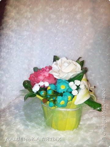 Здравствуйте дорогие мастера и мастерицы.выставляю на ваш суд мою новую работу:-) В этот букет решила включить розу,пион,лилию и белый мак.не все конечно получилось как хотелось,но я только учусь:-)цветы учусь лепить по мастер-классам бесподобной Инны Голубевой.вот уж где талантище:-) фото 5